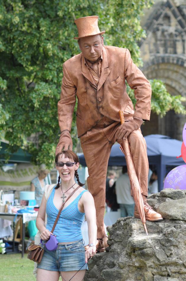 statue-kirkstall-festival